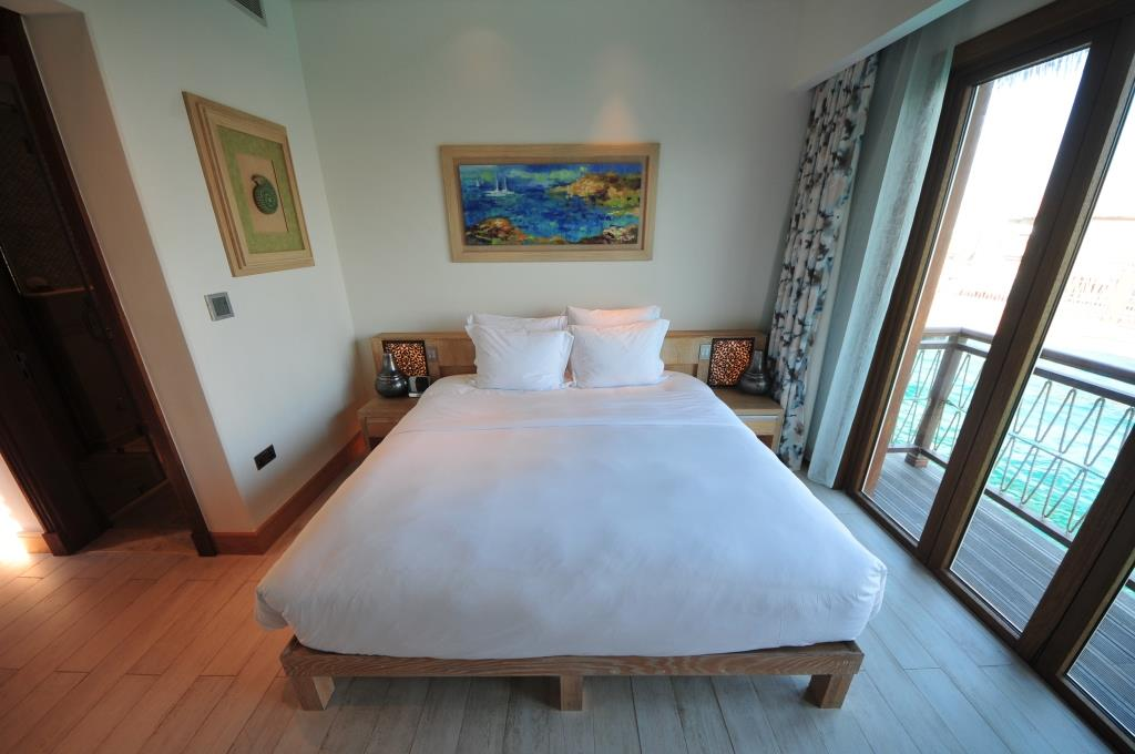 Banana Island Resort 3 bedroom water villa maids room 2