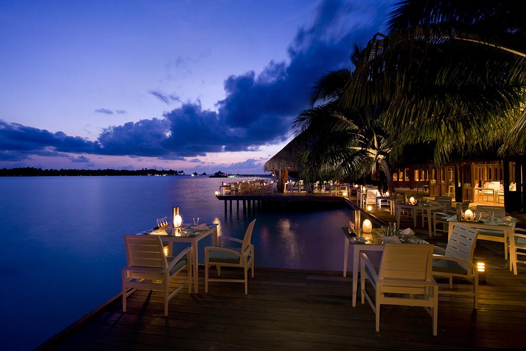 Conrad Maldives_Vilu Restaurant (1)