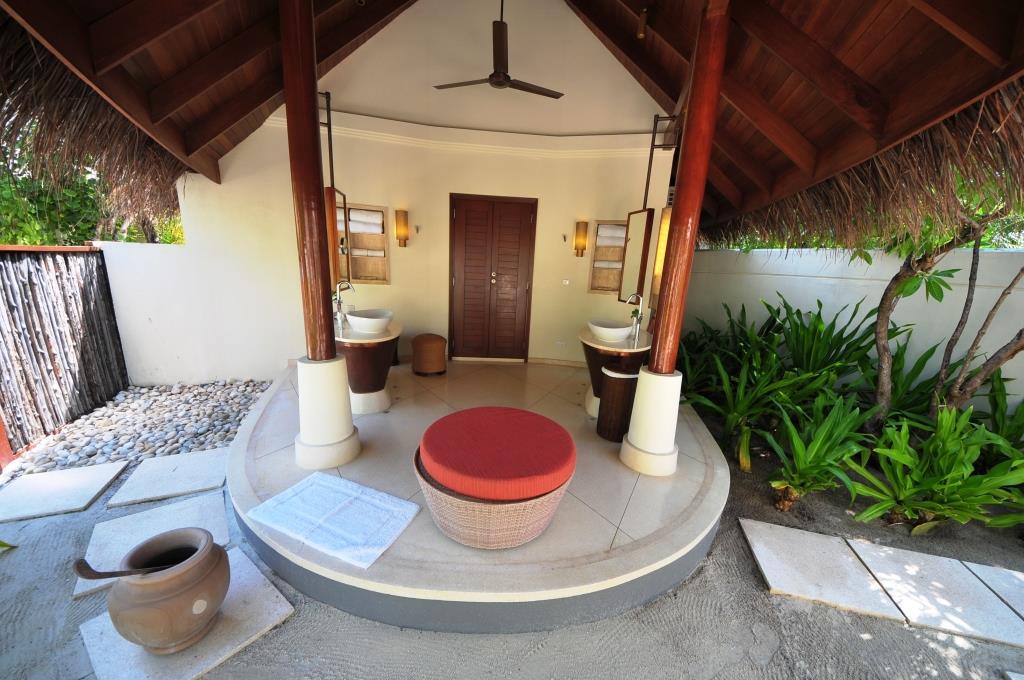 Constance Halaveli Resort 20