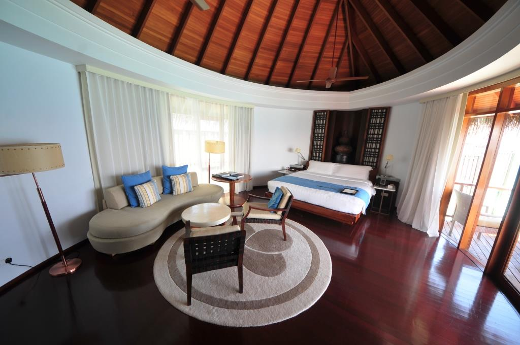 Constance Halaveli Resort 8