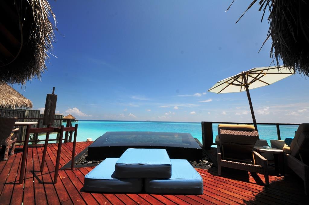Constance Halaveli Resort 9