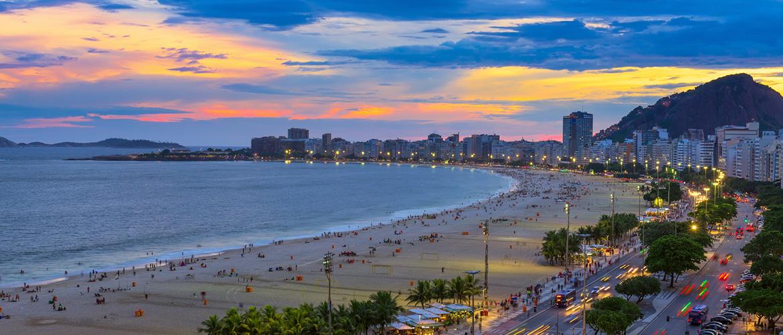 Copacabana-beach-and-Avenida-Atlantica-in-Rio-de-Janeiro,-Brazil-1170x500px-2