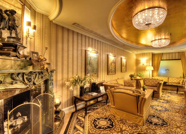g nstig im luxus hotel an der frauenkirche in dresden bernachten und fr hst ck sowie wellness. Black Bedroom Furniture Sets. Home Design Ideas