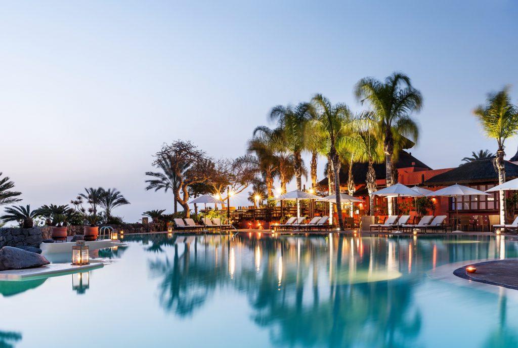 el-mirador-swimming-pool-twilight