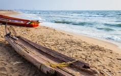 Fishing-boat-on-the-Marina-Beach-725x310px