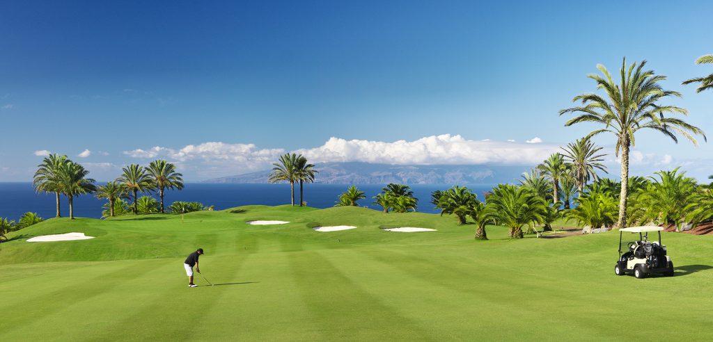 golf-course-golfer-buggy