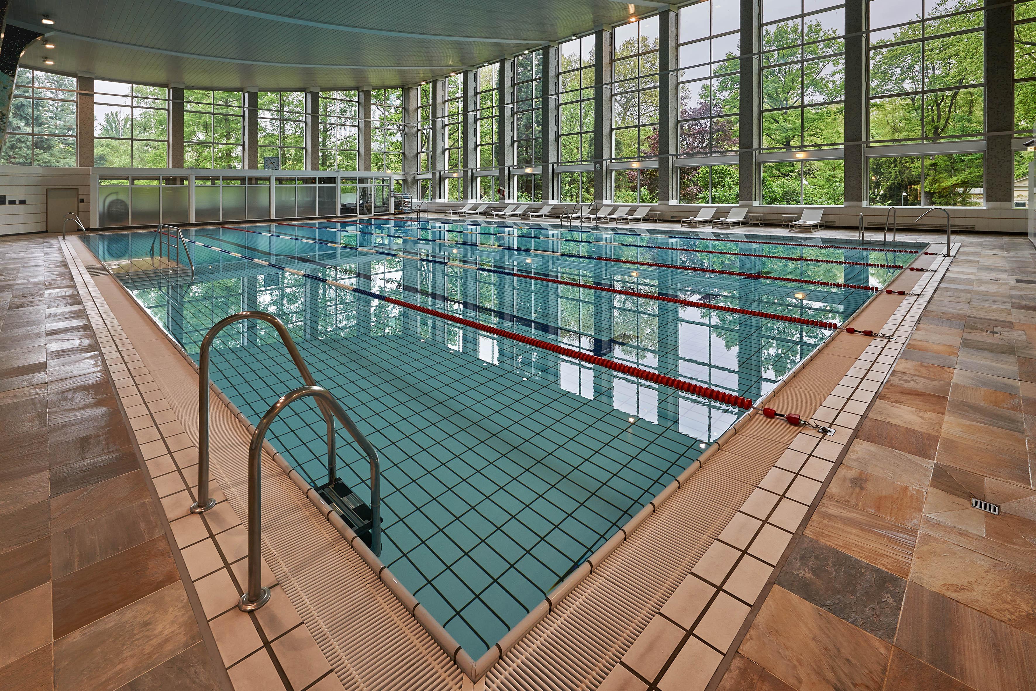 Erholungs aufenthalt im 5 sterne hilton frankfurt mit therme spa und fr hst ck fcam blog - Pool frankfurt ...