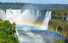 Iguazu-Falls,-on-the-border-of-Argentina-and-Brazil-725x310px