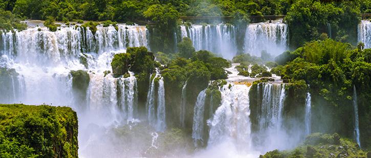 Iguazu-Falls-or-Iguassu-Falls-in-Brazil.-Beautiful-Cascade-of-waterfalls-725x310px
