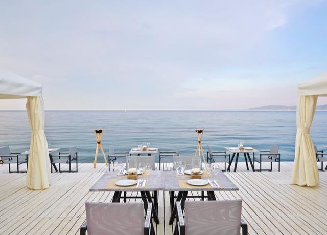 mediterraner luxus mit meerblick im exklusiven hotel auf korfu inklusive flug vollpension und. Black Bedroom Furniture Sets. Home Design Ideas