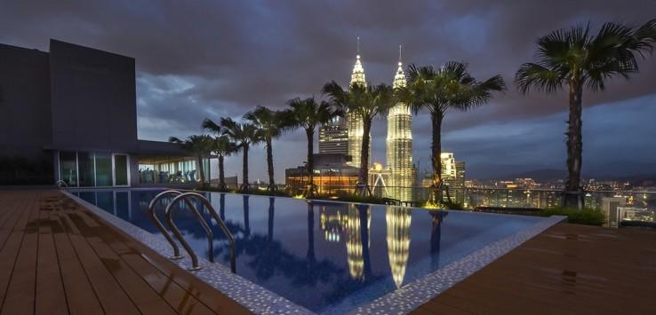 Kuala-lumpur,-malaysia-view-at-the-pool-1170x500px-3