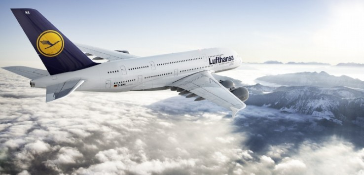 CGI: Air-to-air Motiv der Lufthansa A380./CGI: air-to-air image of the Lufthansa A380. D-AIMA, Frankfurt am Main, Frankfurt Aircraft 20% reduced in size
