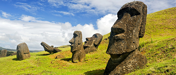 Moais-in-Rapa-Nui-National-Park-on-the-slopes-of-Rano-Raruku-volcano-on-Easter-Island,-Chile-725x310px