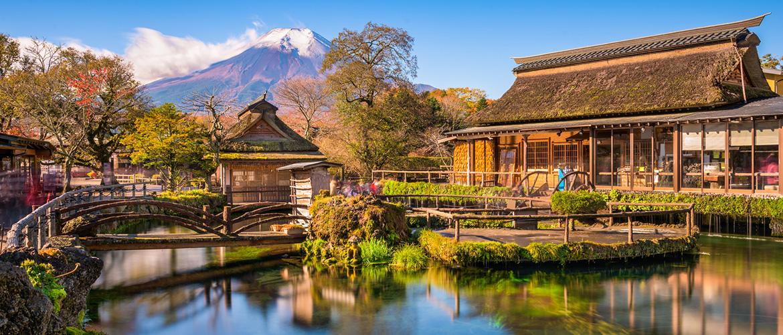 Mt.-Fuji-and-Traditional-Village-in-Oshinohakkai,-Japan-1170x500px-2