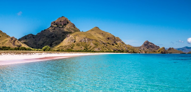 Padar-Islan-in-Komodo-Dragon-National-Park-Indonesia-1170x500px-2
