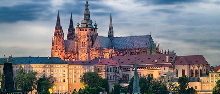Prager-Burg-725x310px