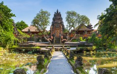 Pura-Saraswati-Temple-with-beatiful-lotus-pond,-Ubud,-Bali,-Indonesia-1170x500px-2