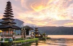 Pura-Ulun-Danu-Bratan-at-Bali,-Indonesia-725x310px