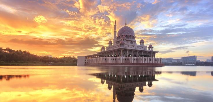 Putra-Mosque,-Putrajaya-Malaysia-1170x500px-3