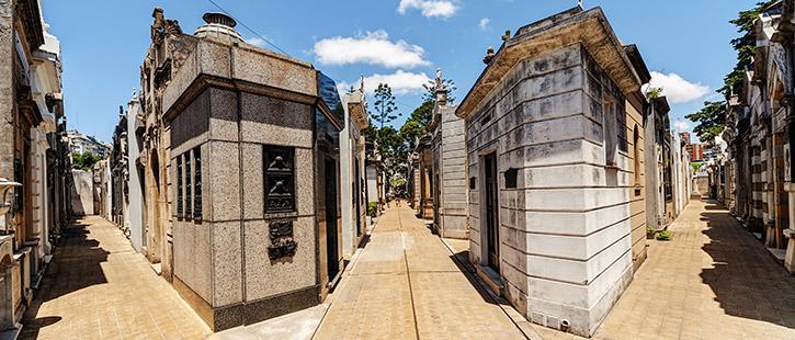 Recoleta-Cemetery-725x310px
