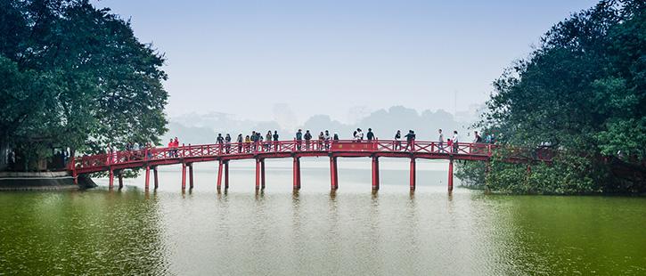 Red-Bridge-in-Hoan-Kiem-Lake-725x310px