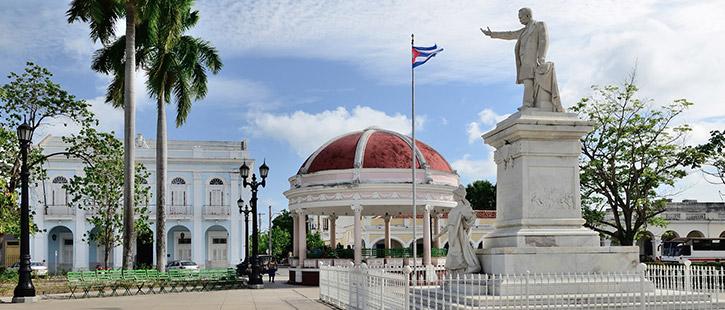 Statue-of-Jose-Marti-in-Cienfuegos,-Cuba-725x310px