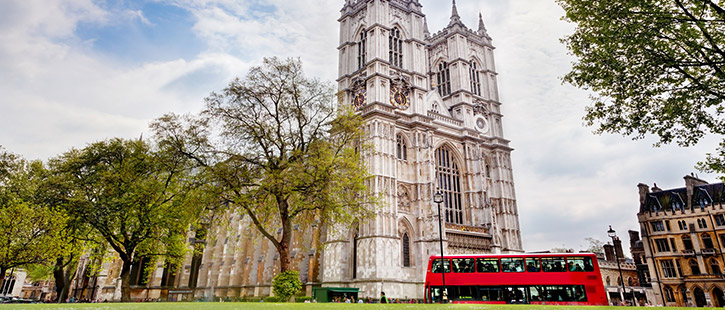 Westminster-Abbey,-London,-England-725x310px