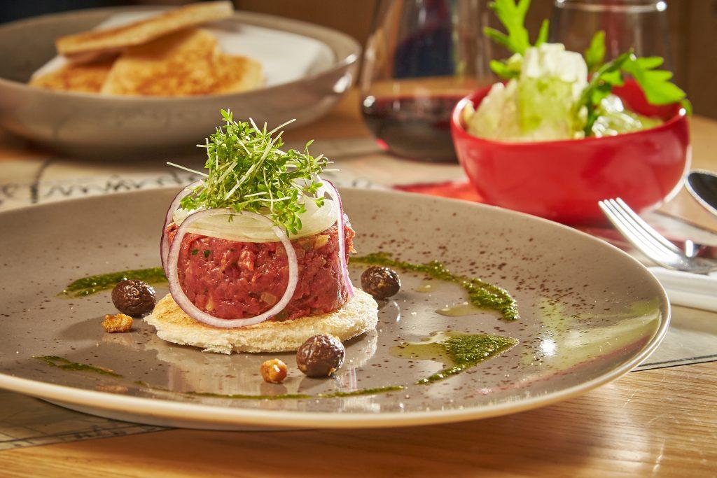 Eine Spezialität im à la Carte Restaurant Pfeiferl: Beef Tatar