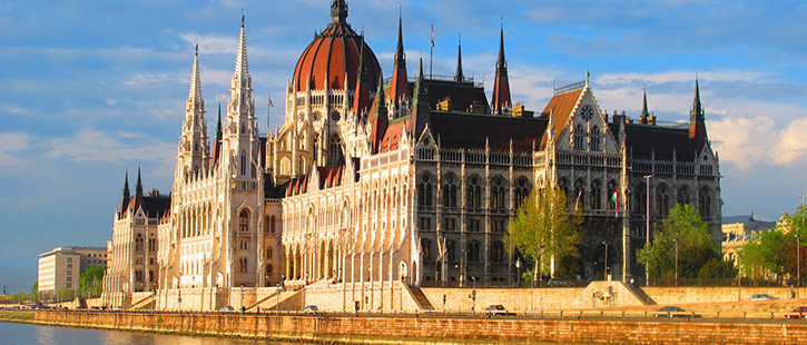 hungarian-parliament-building-725x310px