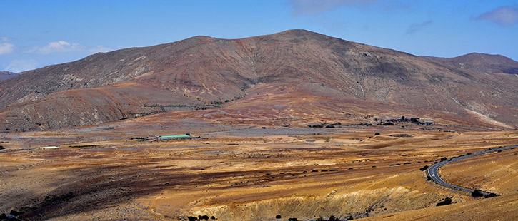 landscape-of-Fuerteventura,-Canary-Islands,-Spain-725x310px