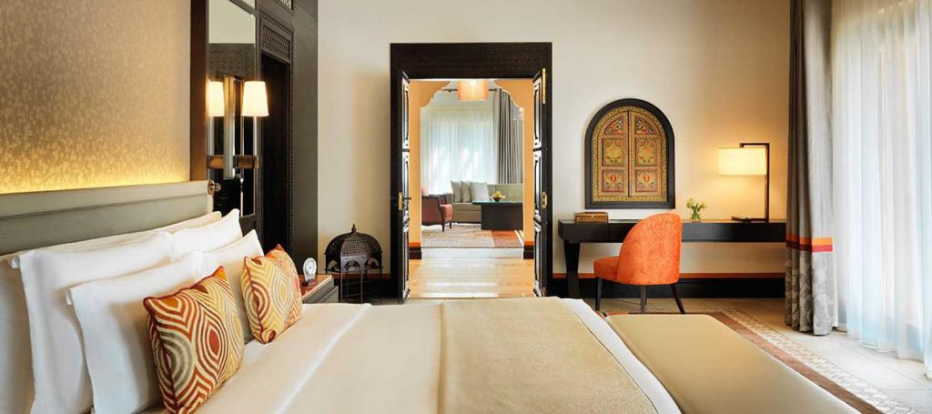 madinat-jumeirah-dam-arabian-summerhouse-suite-bedroom-hero-01