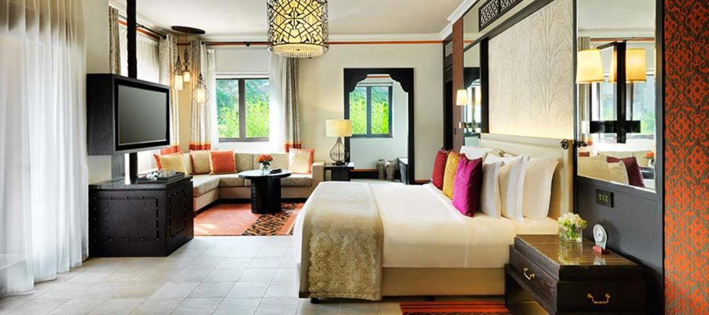 madinat-jumeirah-dam-arabian-summerhouse-suite-bedroom-hero-02